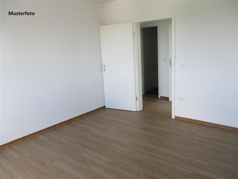 2 zimmer etagenwohnung mit balkon zur miete in mainz neustadt. Black Bedroom Furniture Sets. Home Design Ideas